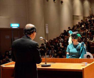 日本大学生毕业典礼上各式奇葩cosplay